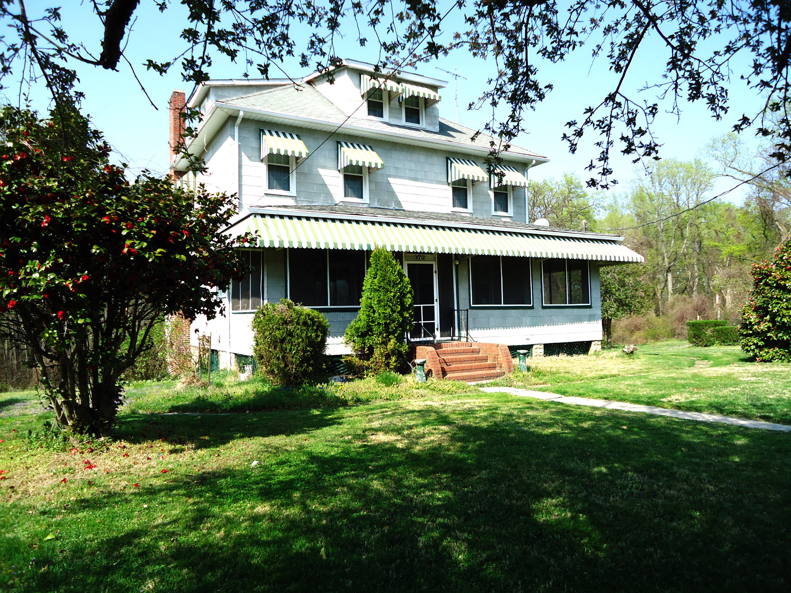 2013 04 372 Forest Beach Rd Front Of House